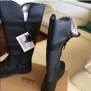 NWT  ARENI Women's Boots, size 9